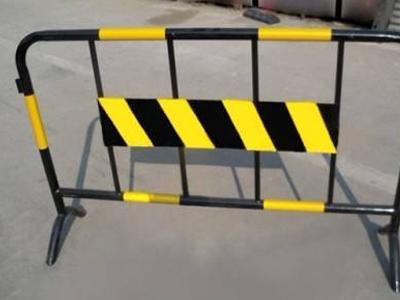 移动交通护栏