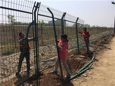 北京南水北调中线工程定州至唐县段隔离网改造工程施工现场
