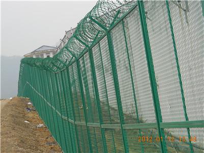 福建某监狱隔离网施工现场(3)