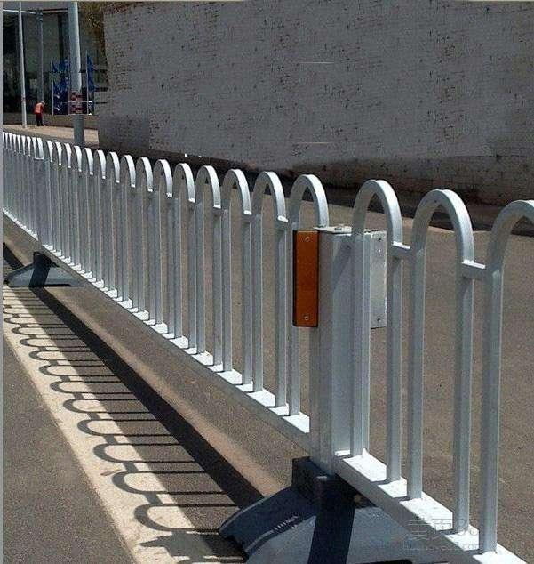 燕郊高新区南外环路隔离护栏日常管护项目