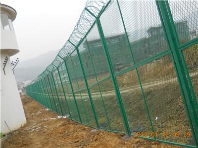 福建某监狱隔离网施工现场(1)