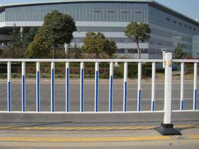 中央隔离护栏